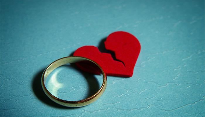 (الزوجة).. صفات تخمد جذوة السعادة