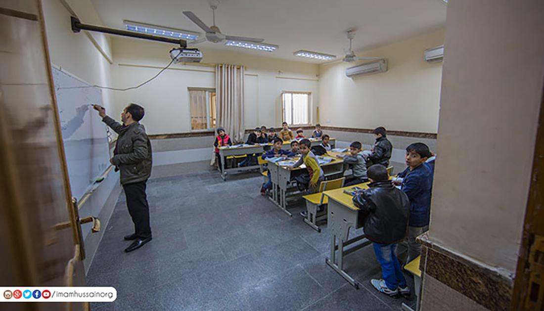 مع بدء العام الدراسي .. 1400 يتيم ويتيمة يتوجهون الى مدارسهم في كربلاء