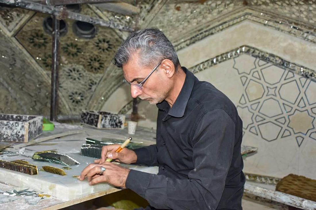 بالصور .. شاهد ماذا يجري قرب ضريح الامام الحسين