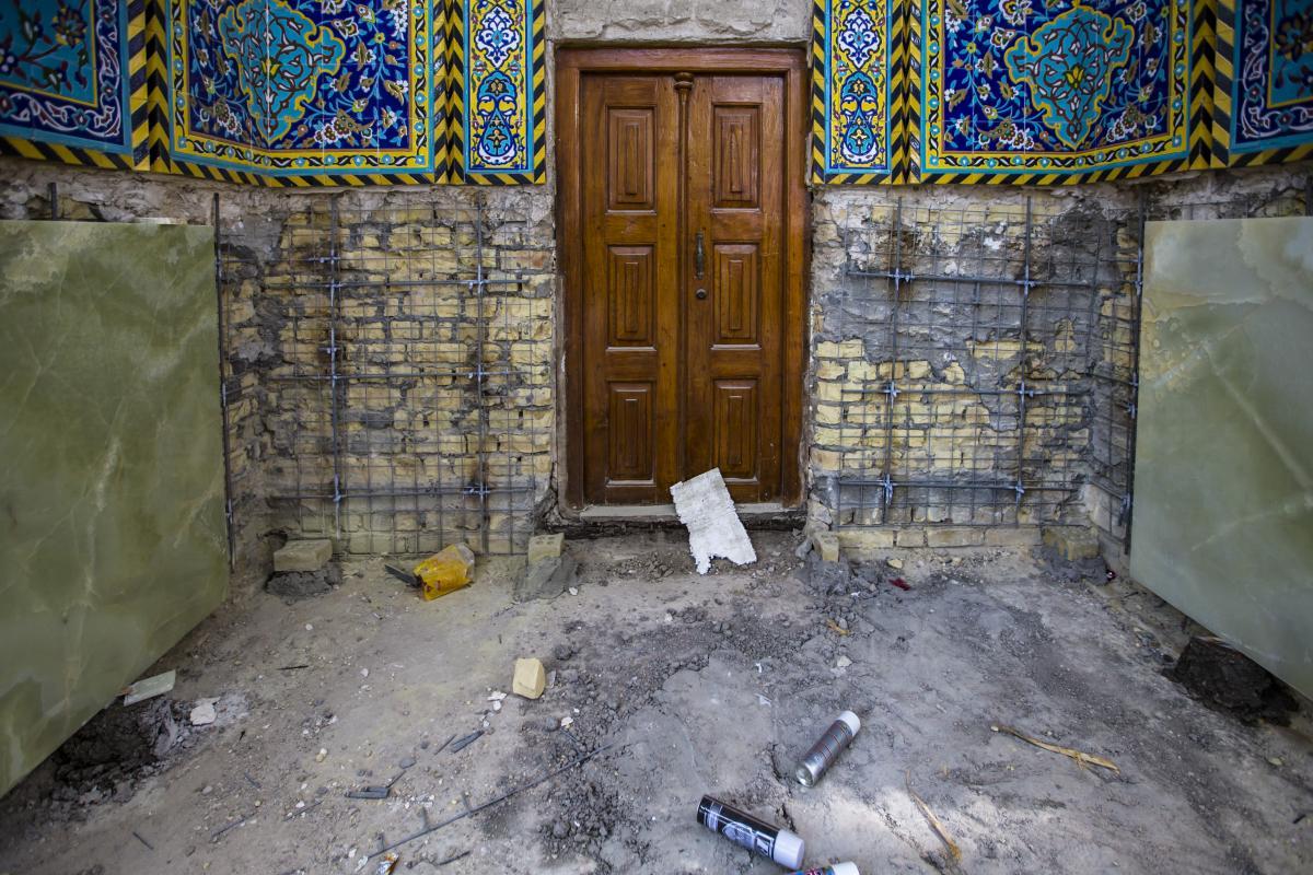 آغاز پنجمین بخش از پروژه سنگفرش وکاشیکاری ایوانهای صحن حضرت عباس (ع)