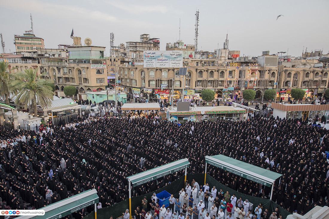 بالصور: لقطات حصرية لحشود الزائرين خلال صلاة العيد بجوار مرقدي الامام الحسين واخيه العباس