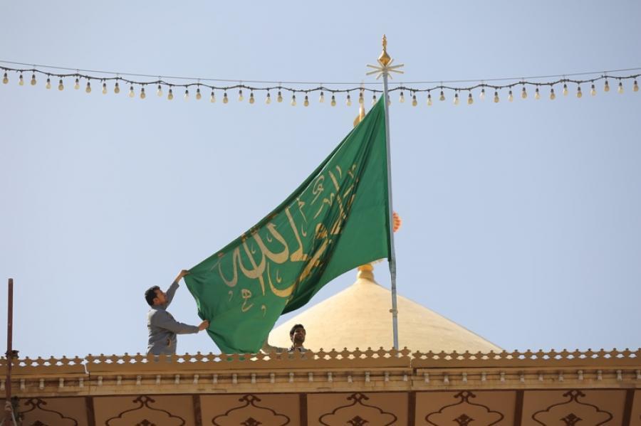 إعطاء النبي الراية للإمام الحروب
